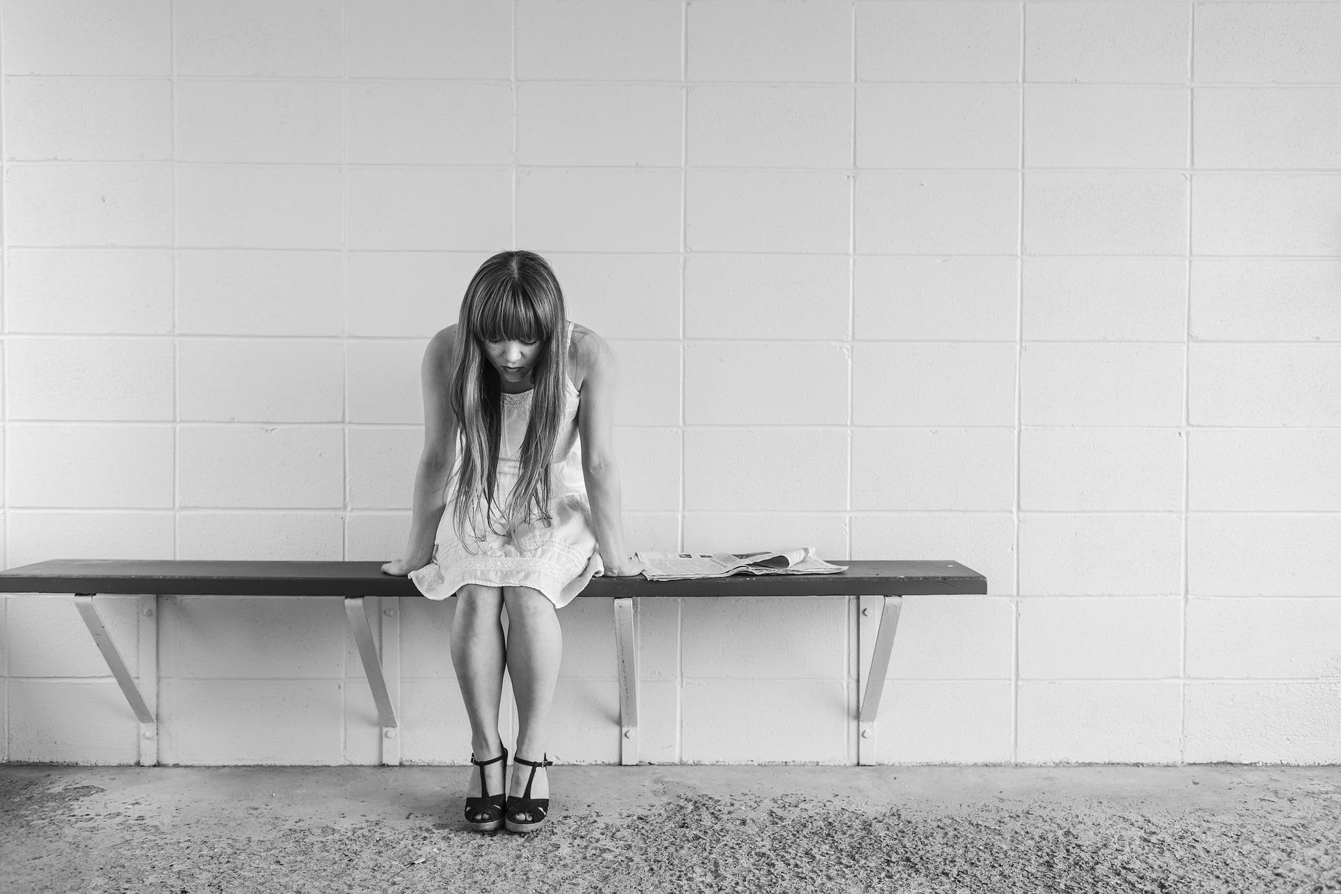 worried-girl-413690_1920-pixabay
